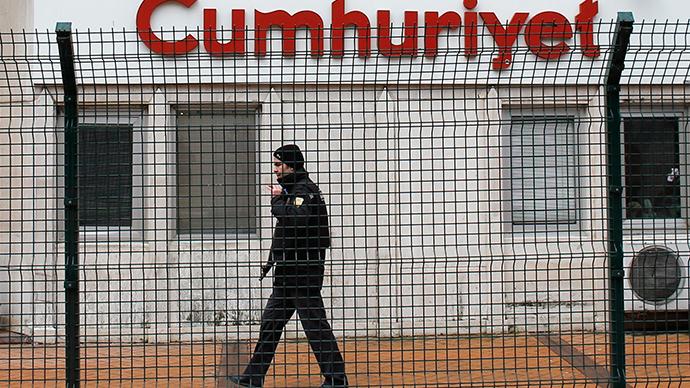 Turkey probes newspaper over Charlie Hebdo reprints after banning 4 websites
