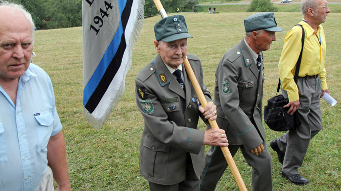 Veterans of 20th Waffen Grenadier Division of the SS (1st Estonian) meet on the Sinimaed hills.(RIA Novosti / Alexei Olis'ko)