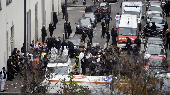 A general view shows firefighters, police officers and forensics gathered in front of the offices of the French satirical newspaper Charlie Hebdo in Paris on January 7, 2015 (AFP Photo / Martin Bureau)