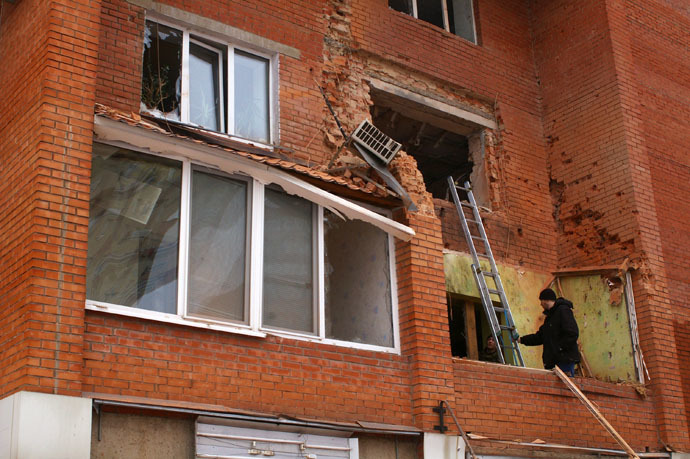 A residential building in Donetsk damaged in the result of shelling by the Ukrainian army on January 18, 2015 (RIA Novosti/Mikhail Parhomenko)
