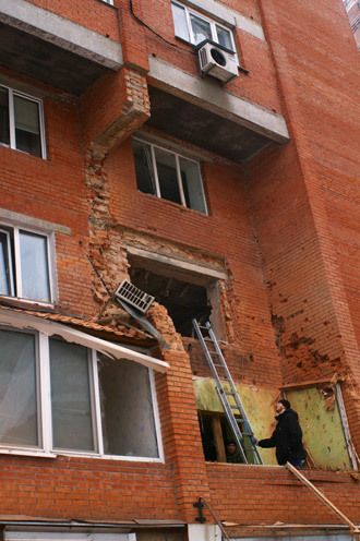 A residential building in Donetsk damaged in the result of shelling by the Ukrainian army. (RIA Novosti / Mikhail Parhomenko)