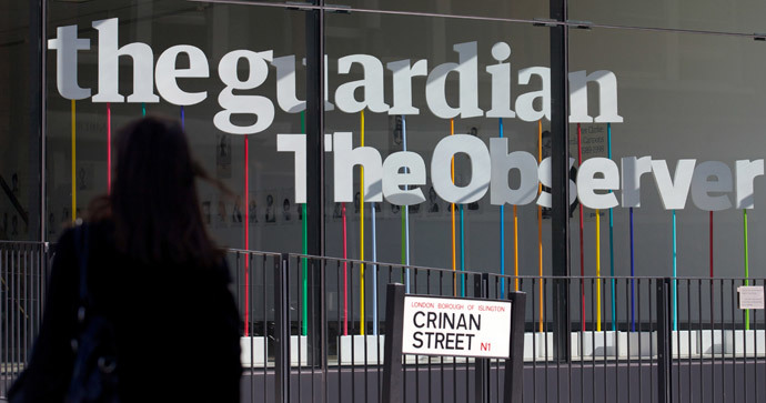 A woman walks past the offices of the Guardian newspaper in central London (AFP Photo / Andrew Cowie)