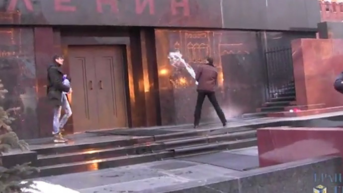 Freak Russian protesters pour holy water on Lenin's Tomb, chant 'rise up & be gone'