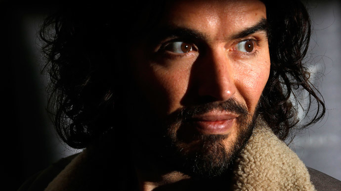 ​Russell Brand gatecrashes Daily Mail owner's home