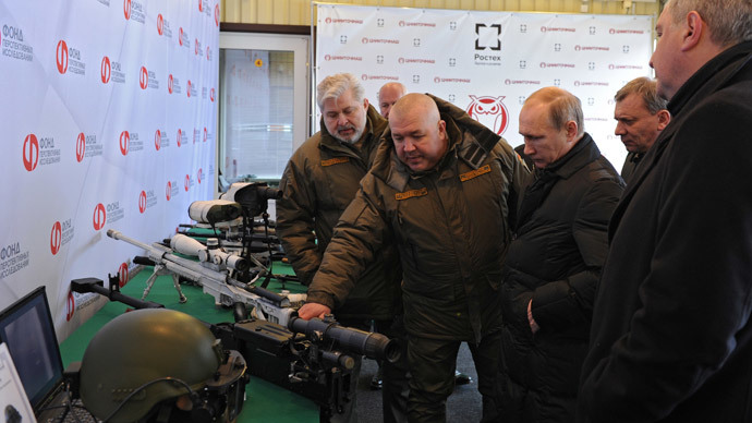 President Vladimir Putin (center) visiting the research institute of precision mechanics in Klimovsk, the Moscow suburbs, January 20, 2015. Second left: Dmitry Semizorov, Director-General, Research Institute of Precision Mechanics.(RIA Novosti / Michael Klimentyev)
