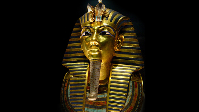 Tut, tut! Tutankhamun's beard comes off during cleaning, gets botched repair