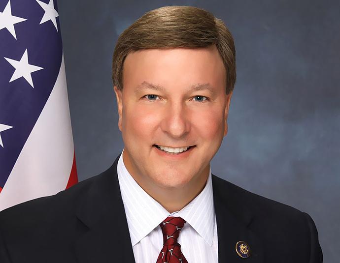 Presidente da subcomissão de Serviços Armados, Rep. Mike Rogers (Imagem de wikipedia.org)