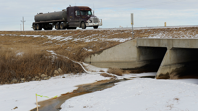 North Dakota pipeline leaks crude oil, 3mn gallons of fracking byproduct