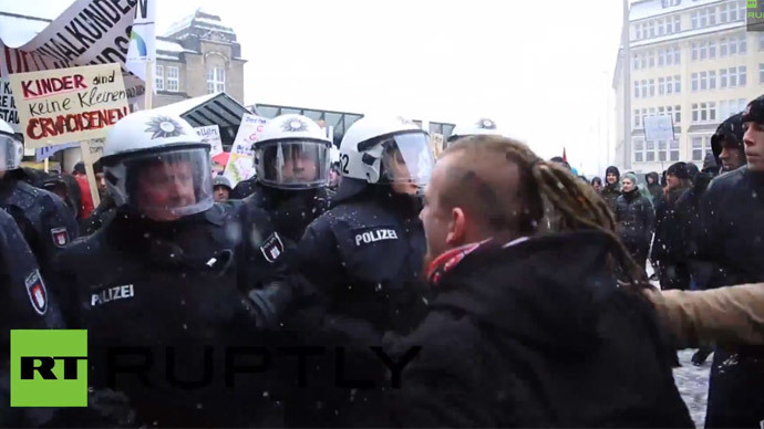 Clashes with police as sex education protesters attacked in Germany (VIDEO)
