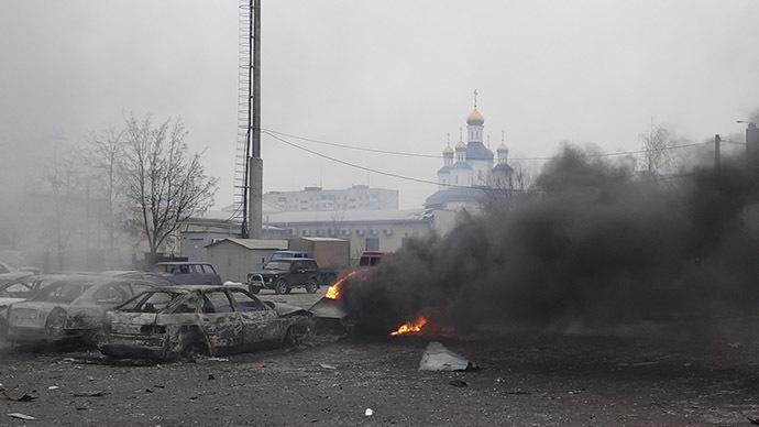 A car burns following a shelling in Mariupol, eastern Ukraine, January 24, 2015. (Reuters/Nikolai Ryabchenko)