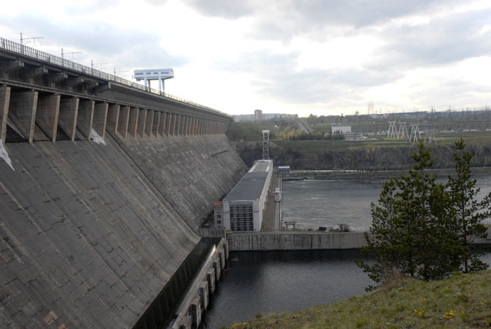 The dam of the Bratsk hydroelectric power plant, the Irkutskenergo company. (RIA Novosti/Aleksey Babushkin)
