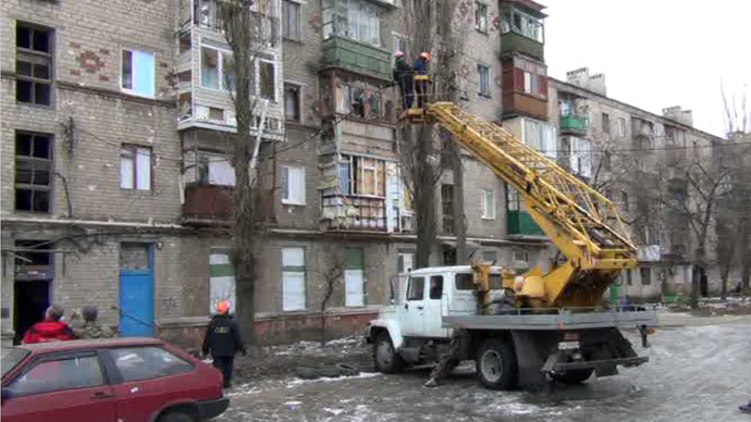 Electricity repair works near a shelled house in Gorlovka, eastern Ukraine. Screenshot from RT video