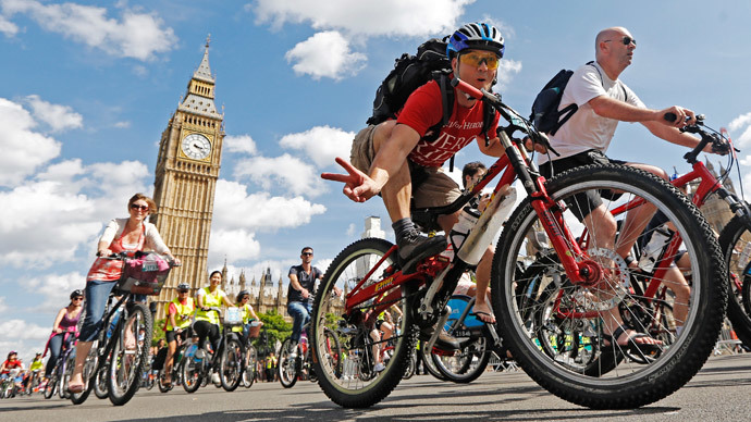 London mayor gives go-ahead for 'cycle superhighways'