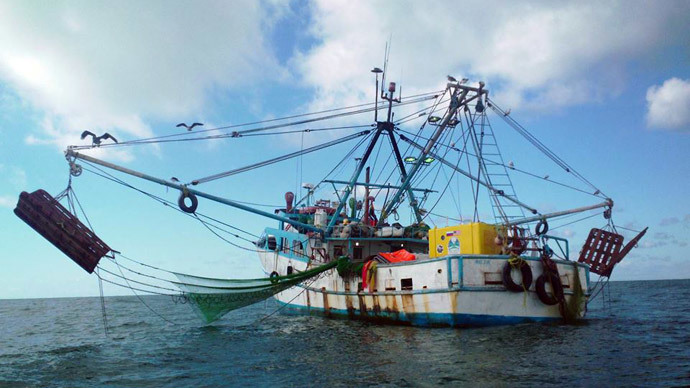 The capsule being recovered by a Mexican fishing boat (Two Eagles ballon team)