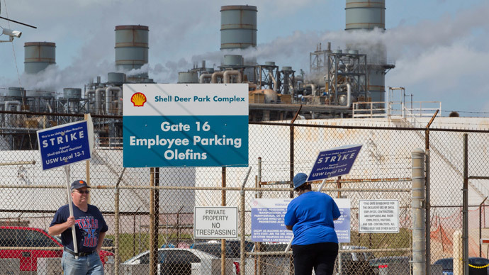 Workers on strike at 9 oil refineries producing 10% of US fuel (PHOTOS)