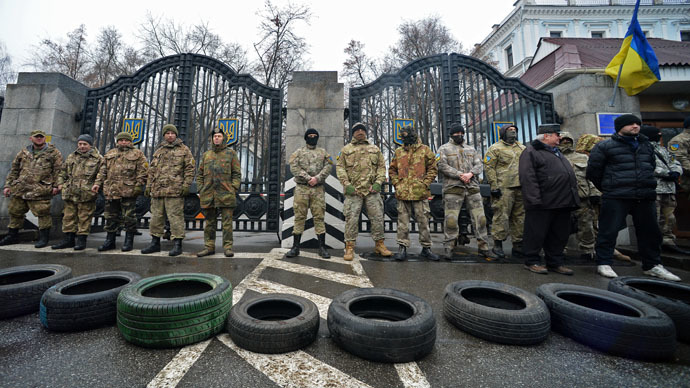 Tires on fire: Nationalist battalion fighters protest 'disbanding' in Kiev