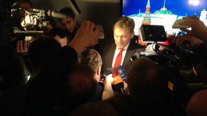 Kremlin spokesman Dmitry Peskov making a statement after Vladimir Putin, Angela Merkel and Francois Hollande held talks in Moscow on February 6 (RT photo / Maria Finoshina)