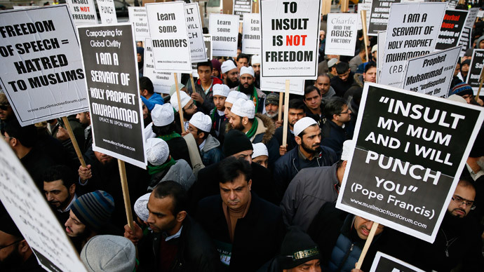 'Stand Up For the Prophet': Thousand Muslims protest Charlie Hebdo cartoons in London