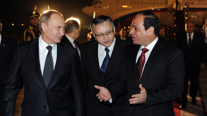 Trade, tourism & dumping dollars: Putin building bridges in Egypt