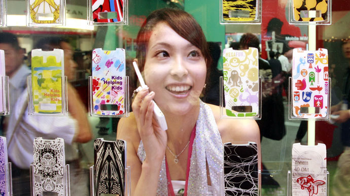 Addictive devices: Japanese girls spend 7 hours daily on their mobile phones… sometimes 15