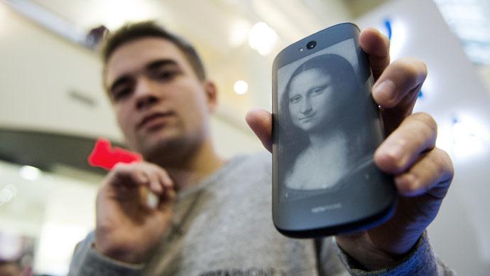 Russian dual-screen YotaPhone to debut in China