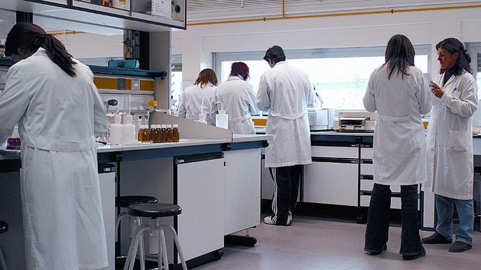 Scientists in a laboratory of the University of La Rioja.(Image from wikimedia.org)