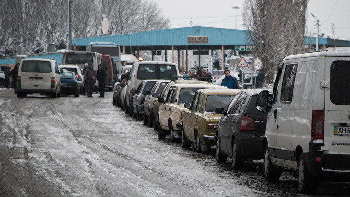 Line of vehicles at the Uspenka checkpoint in the Donetsk Region on the border between Ukraine and Russia.(RIA Novosti / John Trast)