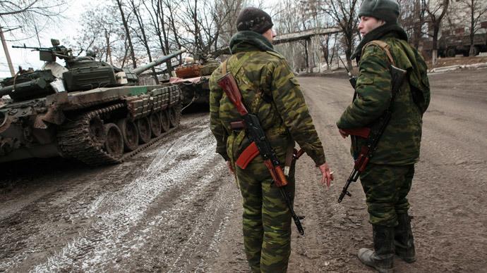 Fighters of the self-defense forces in Uglegorsk.(RIA Novosti / Nikolay Hizhnyak)