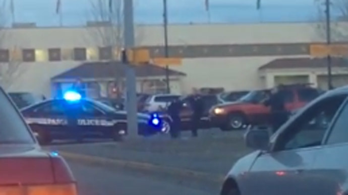 ​Man shot dead by police in Washington State after throwing rocks (VIDEO)
