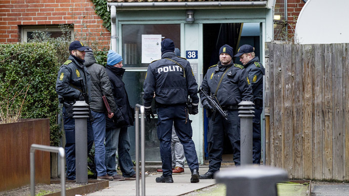 Danish police conduct a search at an apartment at Mjoelnerparken at Norrebro February 15, 2015 in connection with the shootings in Copenhagen. (Reuters/Bax Lindhardt/Scanpix)