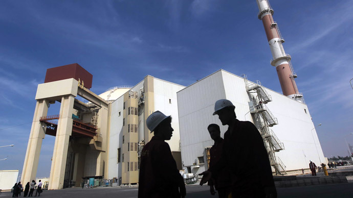 Iranian workers stand in front of the Bushehr nuclear power plant, about 1,200 km (746 miles) south of Tehran.(REuters / Majid Asgaripour)