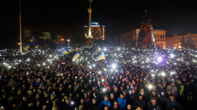 Anti-government protesters light torches and mobile devices during a rally in central Independence Square in Kiev February 21, 2014.(Reuters / Baz Ratner)