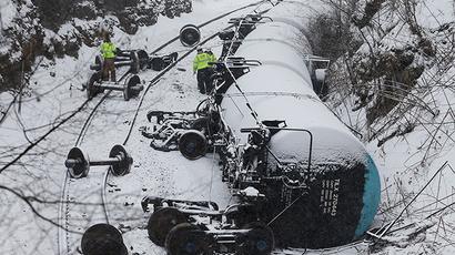Crude oil train derails, catches fire in Illinois (PHOTOS)