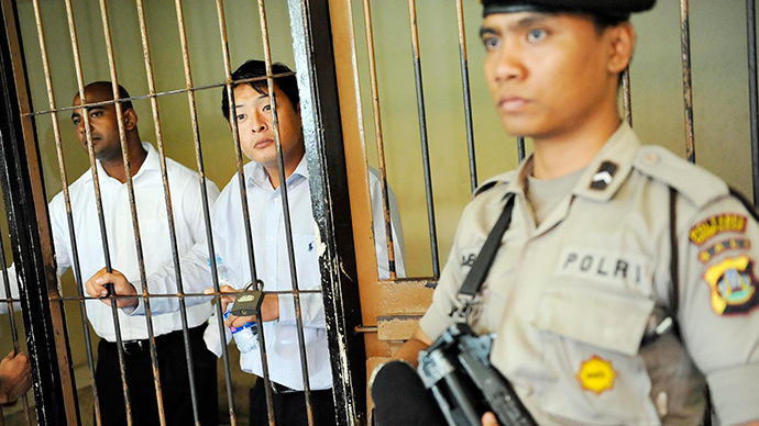 Death row Aussies in Indonesia: Australia wants clemency, threatens 'pulling foreign aid'