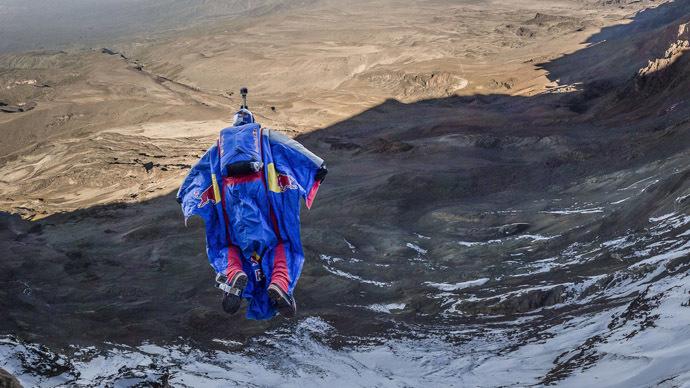 Russian BASE-jumper makes first ever Kilimanjaro jump (PHOTO, VIDEO)