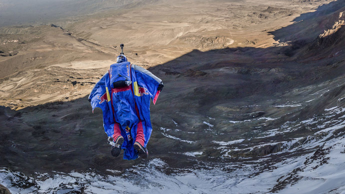 Russian BASE-jumper makes first ever Kilimanjaro jump (PHOTO, VIDEO)