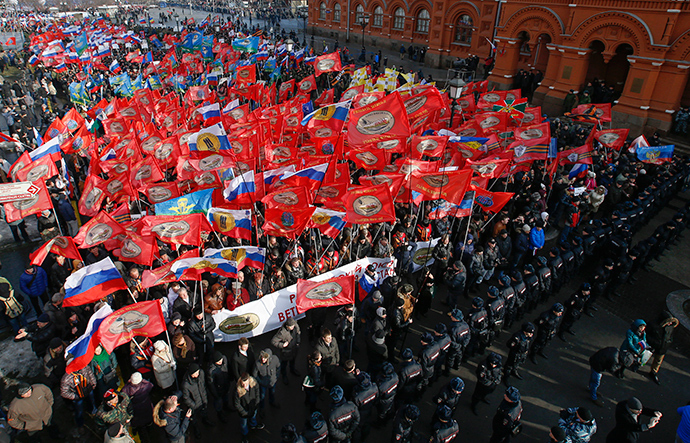 """People attend an """"Anti-Maidan"""" rally to protest against the 2014 Kiev uprising, which ousted President Viktor Yanukovich, in Moscow February 21, 2015 (Reuters / Sergey Karpukhin)"""