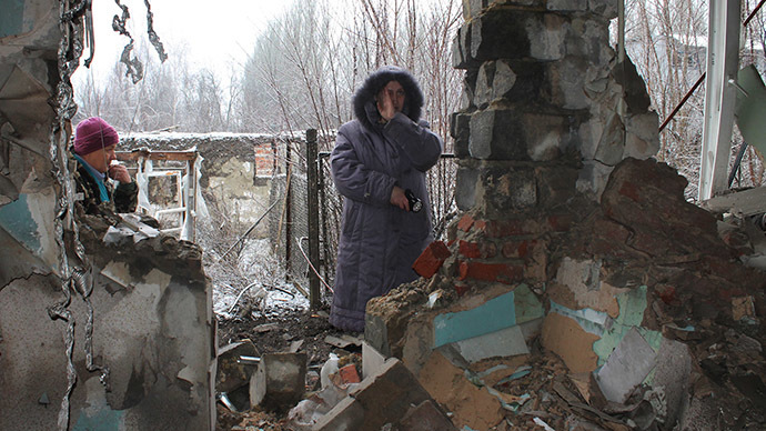 Local residents standing at what has remained of their house after another artillery shelling of Donetsk (RIA Novosti / Irina Gerashchenko)