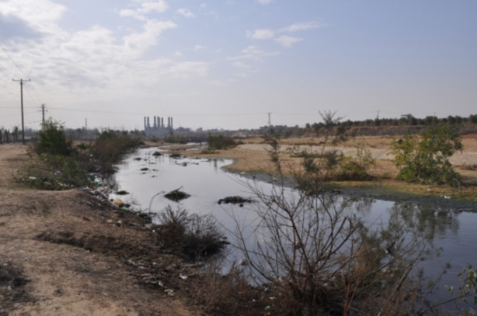 Wadi Gaza overflowing with untreated sewage (image from www.ewash.org)