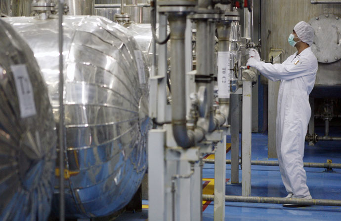 A technician checks valves at the uranium conversian facility in Isfahan, 450 km south of Tehran (Reuters/Caren Firouz)