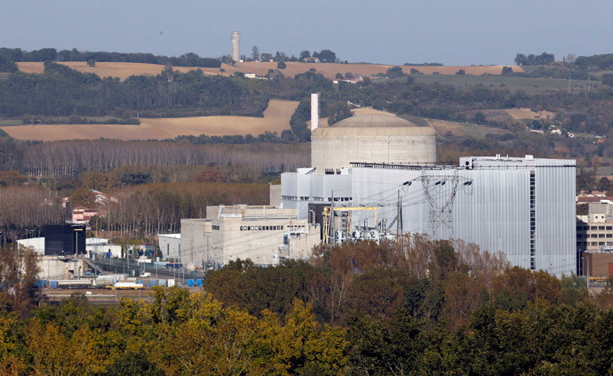 A general view shows Golfech nuclear plant on the edge of the Garonne river, southwestern France (Reuters / Regis Duvignau)