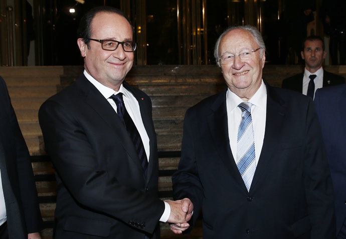 French President Francois Hollande (L) shakes hand with CRIF President Roger Cukierman (R) as he arrives for the 30th annual dinner held by the French Jewish Institutions Representative Council (Conseil Representatif des Institutions juives de France - CRIF) in Paris, February 23, 2015. (Reuters/Etienne Laurent)
