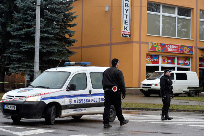 Police officers patrol near a restaurant where a gunman opened fire in Uhersky Brod, February 24, 2015. (Reuters / Radovan Stoklasa)