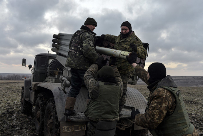 Ukrainian servicemen load Grad rockets before launching them towards rebel forces outside Debaltsevo, eastern Ukraine February 8, 2015. (RIA Novosti/Alexei Chernyshev)