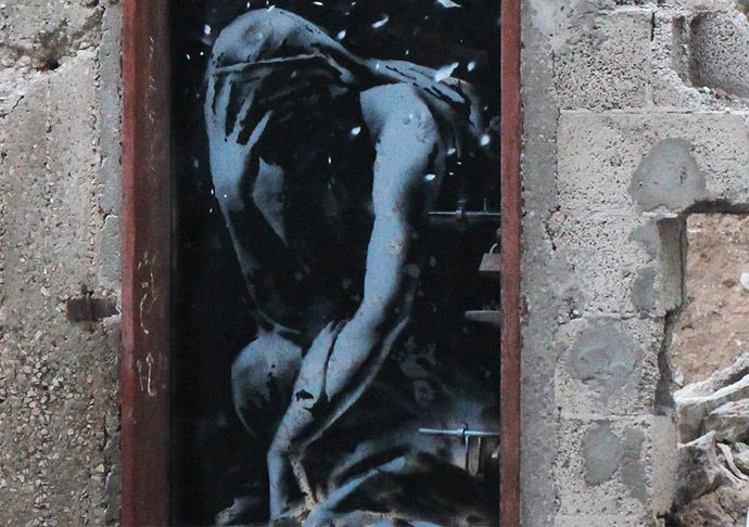 Banksy in Gaza: Haunting images among ruins of war Gz_nc_01
