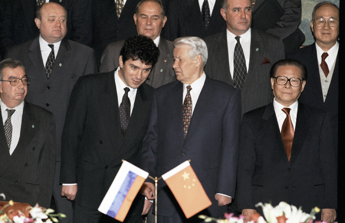 Russian President Boris Yeltsin (second right), Chinese Premier Jiang Zemin (right) and First Deputy Prime Minister Boris Nemtsov (second left) after inking the Russian-Chinese statement on Yeltsin's visit to China, 1997 (RIA Novosti / Vladimir Rodionov)