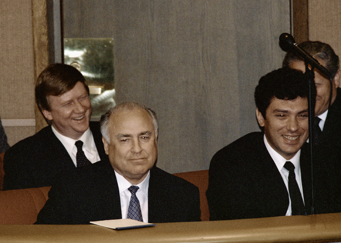 Former Prime Minister Viktor Chernomyrdin (left in first row), former First Deputy Prime Minister Anatoly Chubais (left in second row) and former First Deputy Prime Minister Boris Nemtsov (right in first row) in the government box at a theater, 1997 (RIA Novosti / Vladimir Fedorenko)