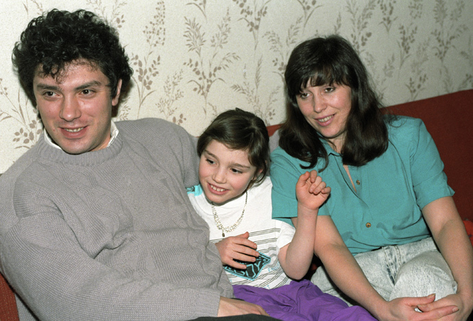Nizhny Novgorod Governor Boris Nemtsov with his wife and daughter, 1994 (RIA Novosti / Yuriy Somov)