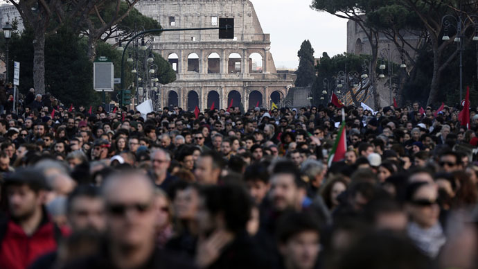 Anti-govt vs. anti-racism: Thousands gather for rival rallies in Rome (PHOTOS, VIDEO)