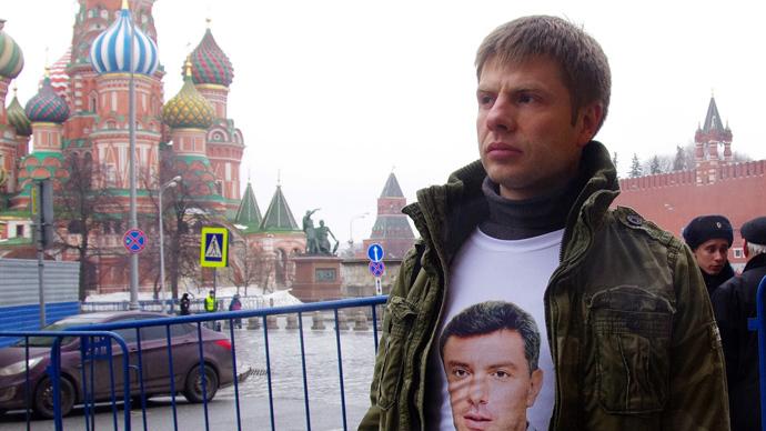 Moscow police briefly detain Ukrainian MP at Nemtsov mourning march